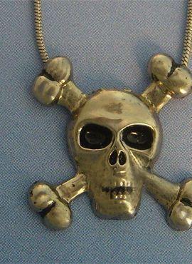 colgante pirata jolly roger de plata