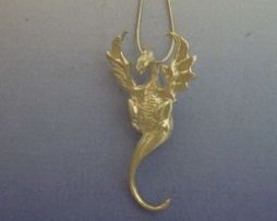colgante de dragón de viento Henham amuleto de plata
