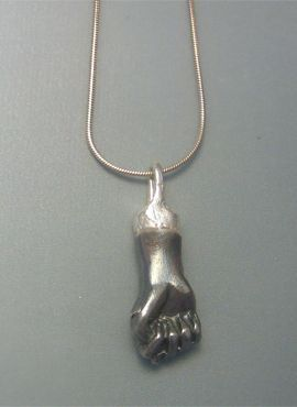 figa de plata oxidada negra amuleto anti mall de ojo