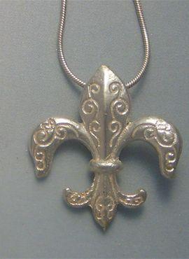 flor de lis de plata colgante amuleto