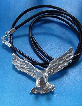 colgante águila de plata