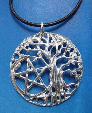 colgante arbol celta y pentaculo de plata