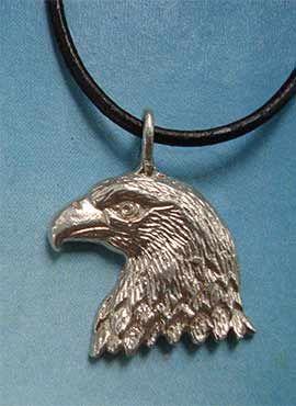 colgante de cabeza de águila amuleto