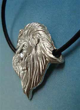 colgante cabeza de león de plata