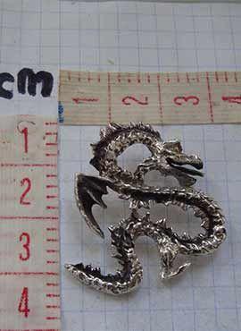 colgante dragón coreano yong medidas
