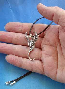 joya de dragón henham colgante de plata