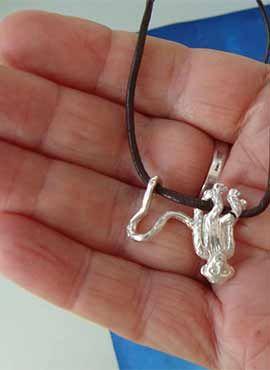 collar monito de plata