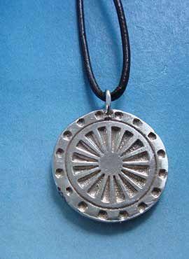 colgante budista rueda del dharma colgante de plata