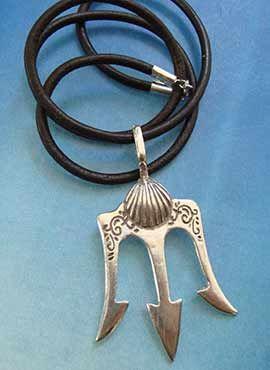 colgante tridente de Poseidón de plata