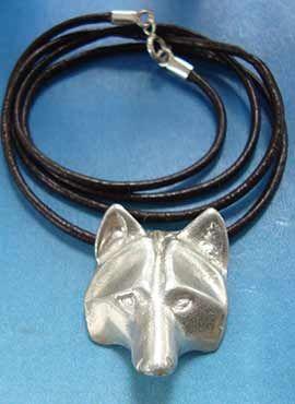 collar coyote de plata