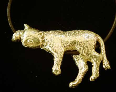 colgante gato de oro