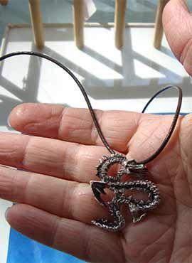 amuleto dragón coreano yong