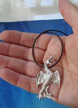 colgante dragón San Jorge de plata