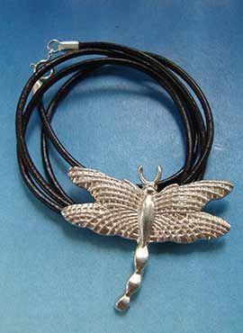 collar colgante de libélula de plata