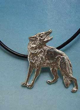 lobo rojo colgante collar de plata