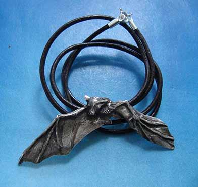 colgante collar murciélago de plata