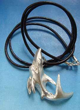 tiburón collar de plata colgante