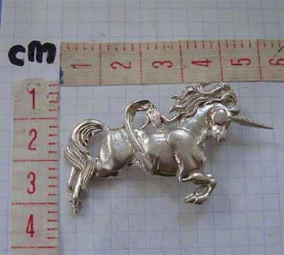 unicornio colgante de plata medidas