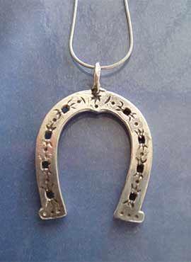 amuleto herradura colgante de plata
