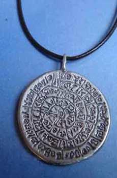 colgante disco de Festos amuleto plata
