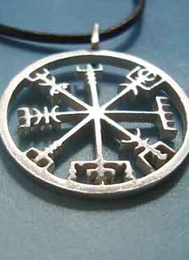 amuleto vikingo brújula vegvisir plata
