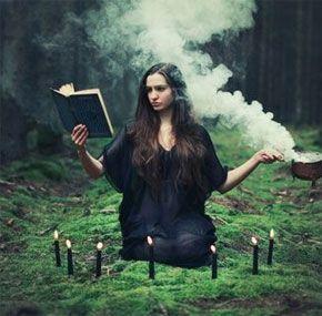 magia celta wicca, hechicera en acción mágica