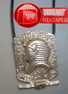 Tutankamón máscara del faraón de Egipto. colgante de plata