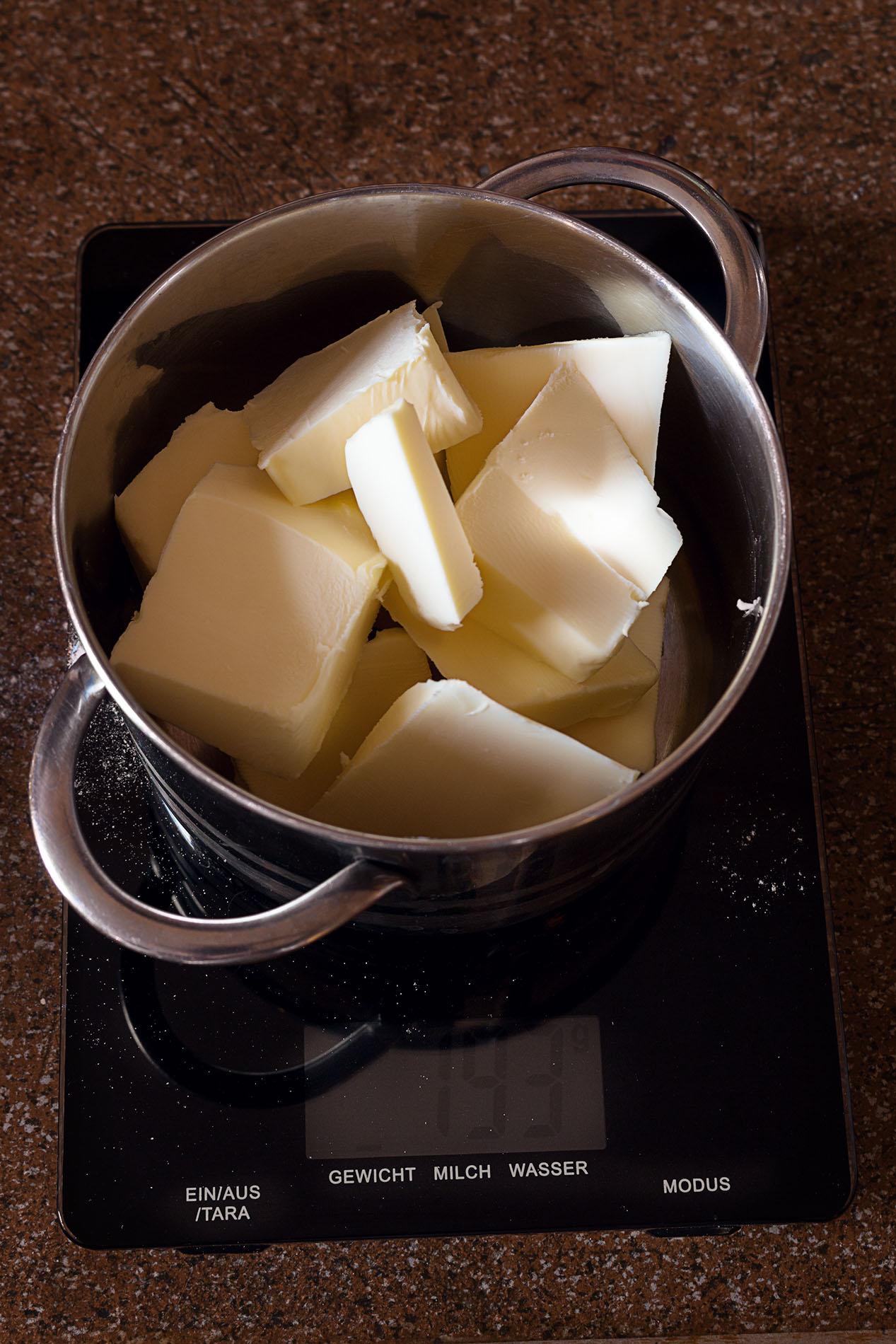 Butter-auf-Waage