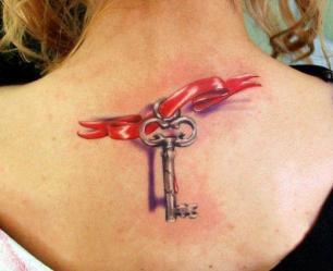 tatuagem 3d feminina chave