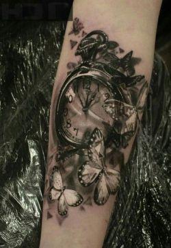 tattoo borboletas relógio
