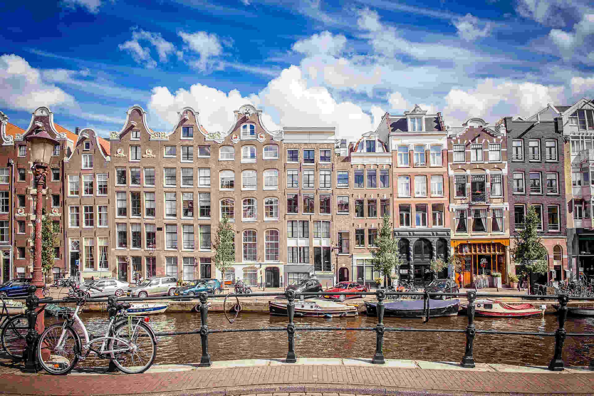 Aulas de holandês com professores experientes