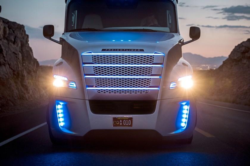 driverless, Freightliner; Daimler Trucks; Daimler; Daimler Trucks North America; DTNA; autonomous driving; autonomous; autonomous vehicle; licensed; street legal; autonomes Fahren; autonom; zugelassen; Nevada; Las Vegas; USA; Inspiration Truck; Inspiration