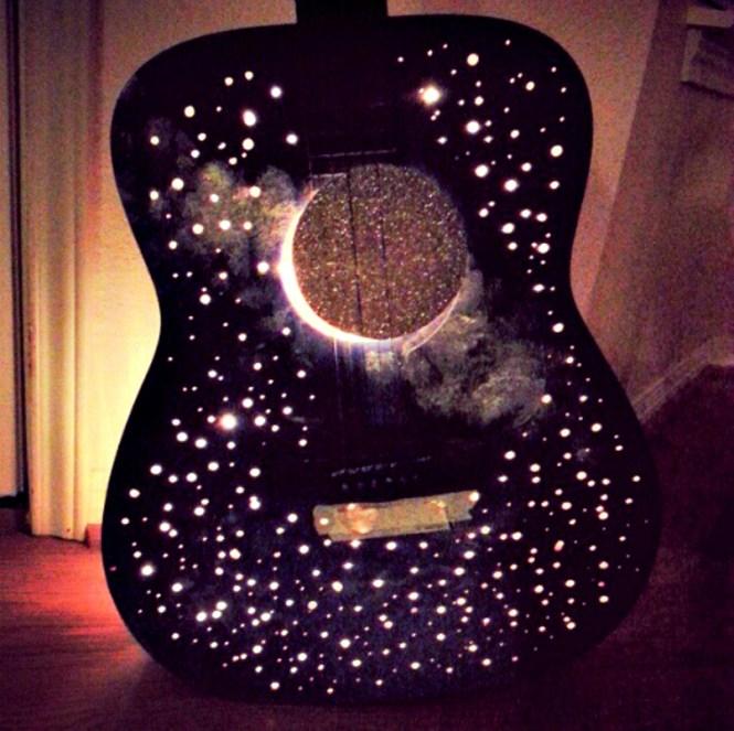 Genius Guitar Lamp