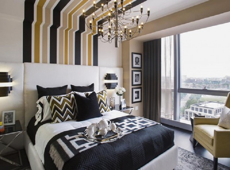 Striped Wall Till Ceiling