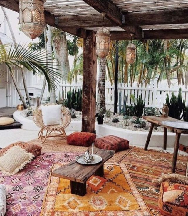 Moroccan Patio With Wood