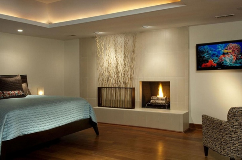 Bedroom With Ledge To Ceiling Branches