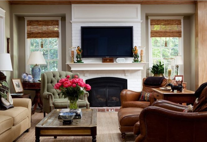 Small Living Room With Brown Leather Chair