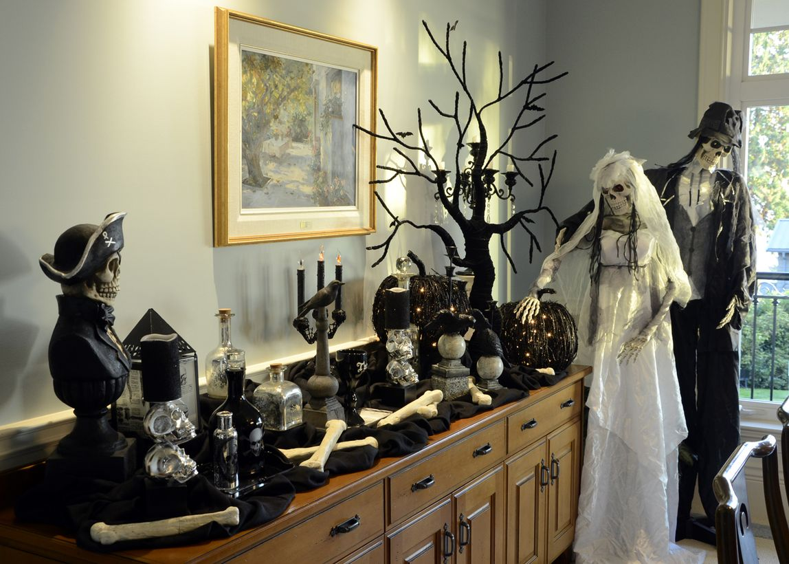 31 Halloween Home Decoration Ideas to Bring Out the Creepy Impression
