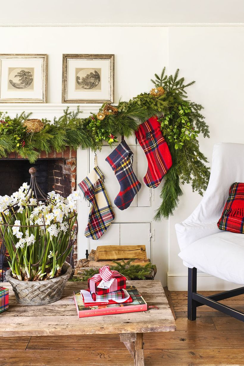 8 Best Transitional Living Room Decors from Christmas to Winter