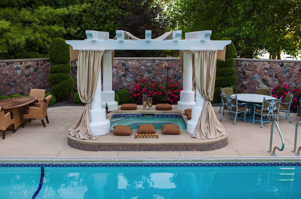 20 Decent Outdoor Winter Hot Tub Design Ideas - Talkdecor