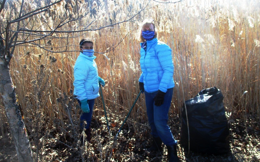 Community in action, Part I: Sprucing up the Highland Crossing Trail