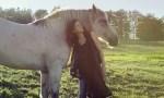 Neko-Case-horse-