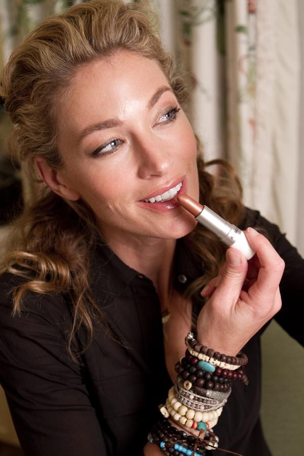Elaine Irwin Mellencamp Celebrates 2011 Golden Globes
