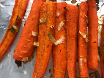 Roasted Carrots with smoky cumin and scallions, then topped with Avocado Crema are such a delicious and quick side dish for dinner. Roasting brings out the natural sugar in the carrots, so they get a sweet caramelization with the salty and smoky flavors. The Avocado crema gives creamy and silky balance.