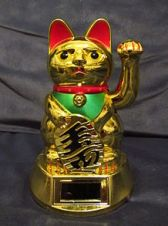 220px-Solar-powered_Maneki-neko_with_continous_moving_arm