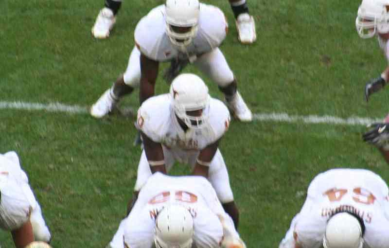 800px-The_University_of_Texas_college_football_team_in_the_I_formation.JPG