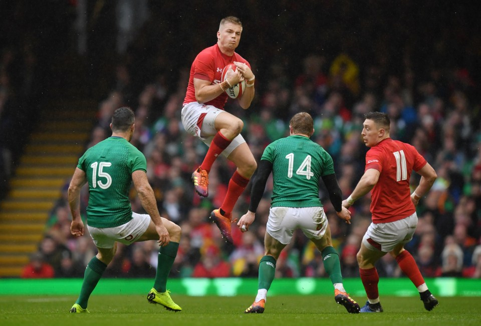 Gareth Anscombe collects a high ball