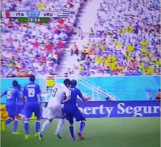 Luis Suarez left teeth marks on Giorgio Chiellini's shoulder