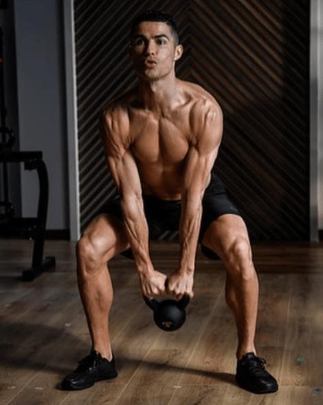Ronaldo Muscle : ronaldo, muscle, Cristiano, Ronaldo, Still, Going, Strong, Zidane,, Ronaldinho, Finished, Impressive, Stats, Meals, Constant, Workouts