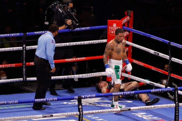 Davis flattened Leo Santa Cruz in dramatic fashion